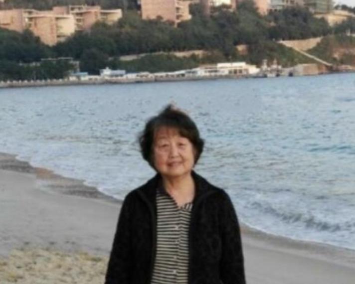 Yuehua Liu at the beach